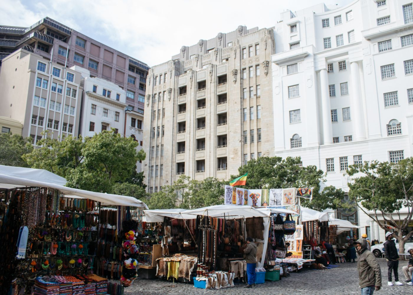 kctp00001-stafford-south-africa-cape-town-most-amazing-buildings-greenmarket-square-popular-market-for-tourists-to-visit (1)